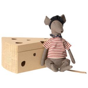 16 9970 Rat Cool dans sa boîte en carton fromage maileg