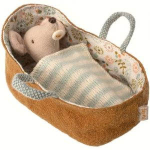 BABY MOOSE IN CARRYCOT MAILEG